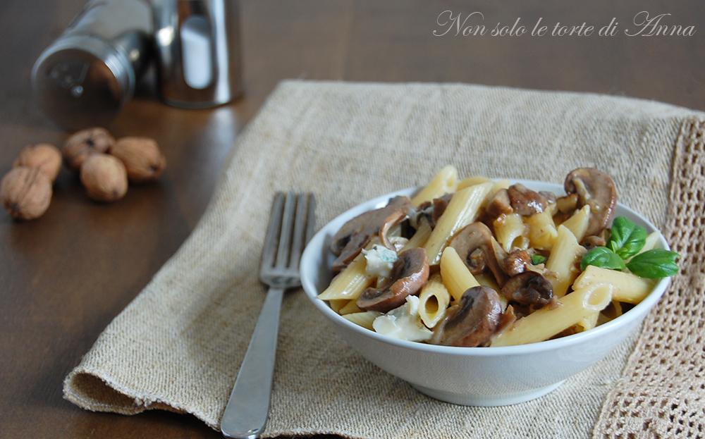 Pasta ai funghi e gorgonzola