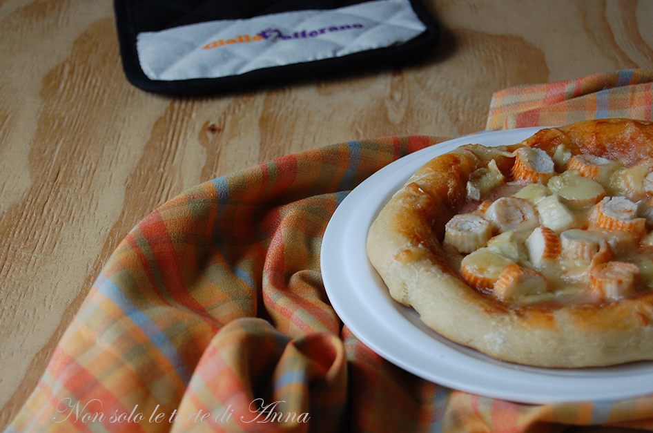 Pizza con lievito madre, surimi e brie