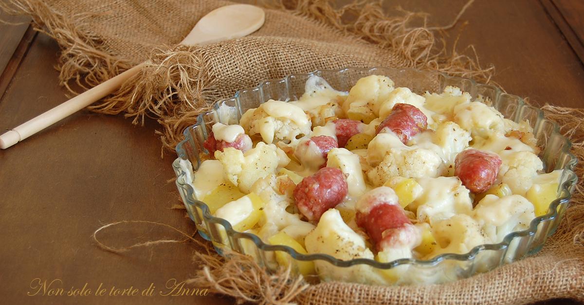 Cavolfiore e salsicce gratinati al forno