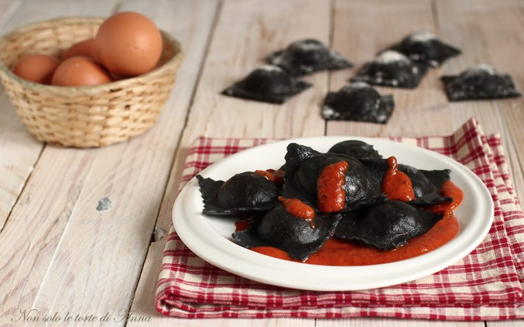 Ravioli di pesce al nero di seppia