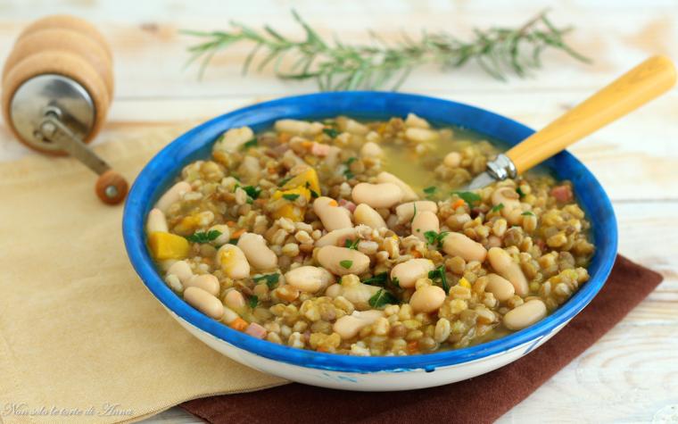 Zuppa di orzo con fagioli e lenticchie