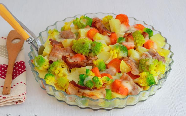 Broccoli con pancetta carote e patate