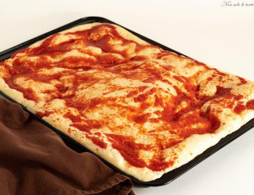 Pizza in teglia con lievito madre secco