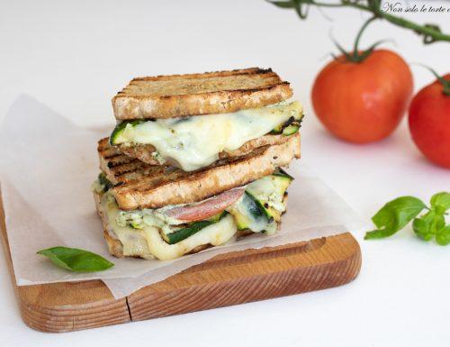 Toast zucchine e ricotta di pane integrale