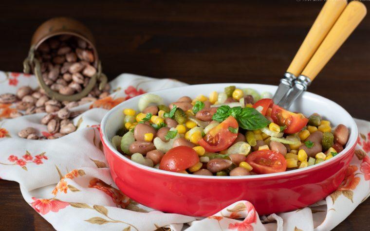Insalata di fagioli mais e cetriolini