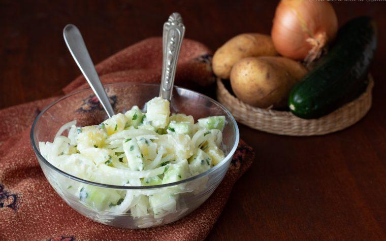 Patate e cetrioli con salsa allo yogurt
