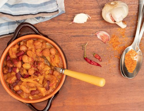 Zuppa con fagioli patate e cavolo
