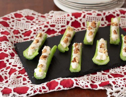 Barchette sedano gorgonzola e noci