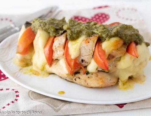 Pollo farcito con formaggio e pesto