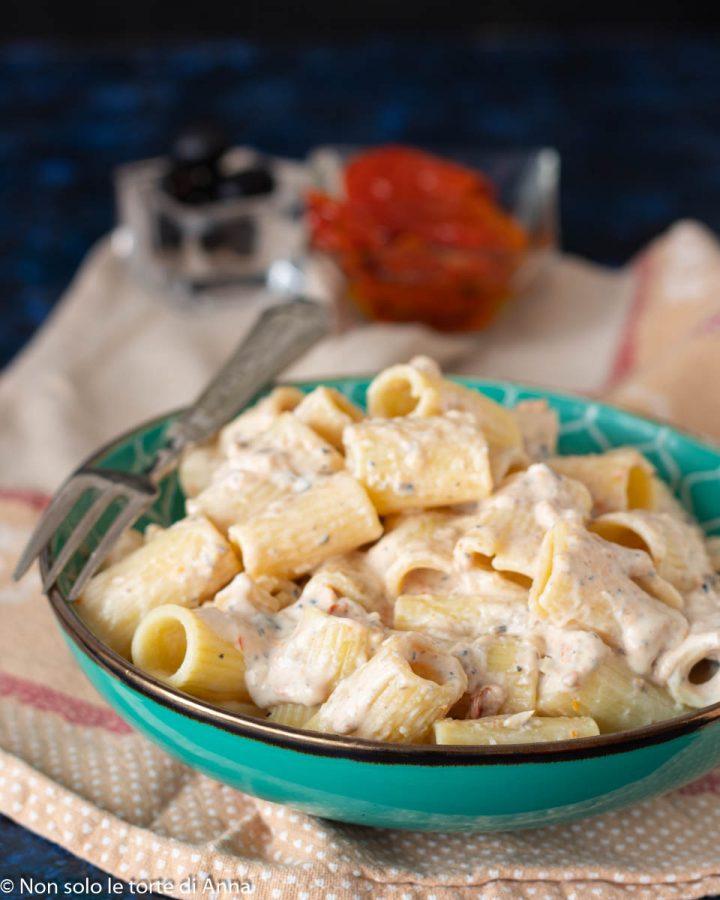 Pasta cremosa olive e pomodori secchi