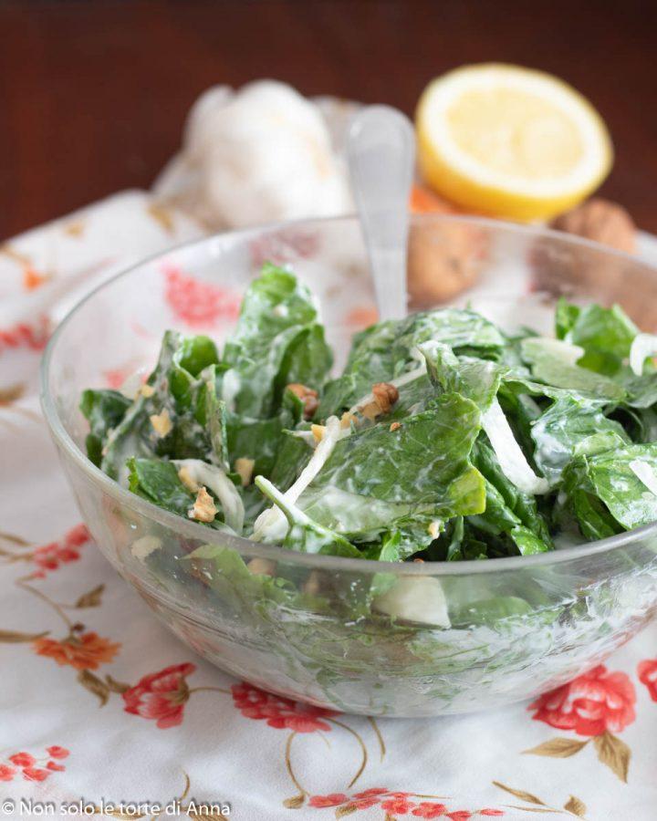 insalata di spinaci crudi e yogurt greco