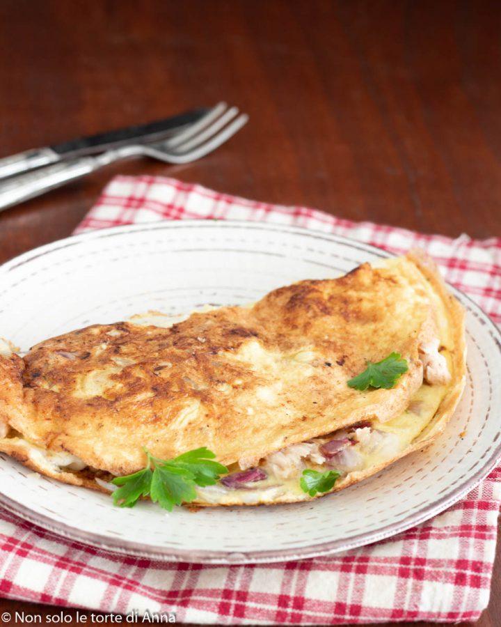 omelette con cipolla rossa e tonno