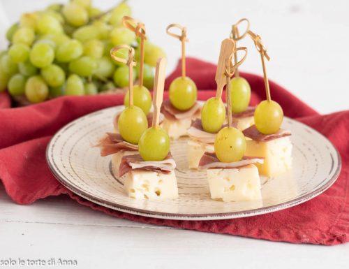 Bocconcini uva formaggio e speck, ricetta antipasto