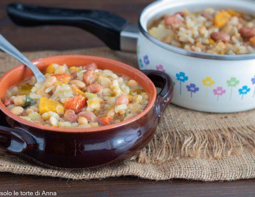 Zuppa cereali, legumi e verdure invernale