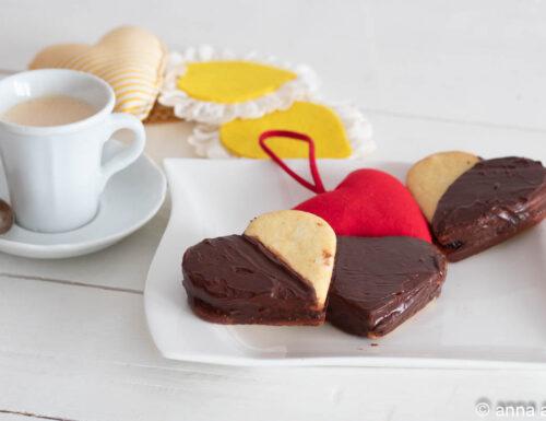 Biscotti ripieni al cioccolato ricoperti