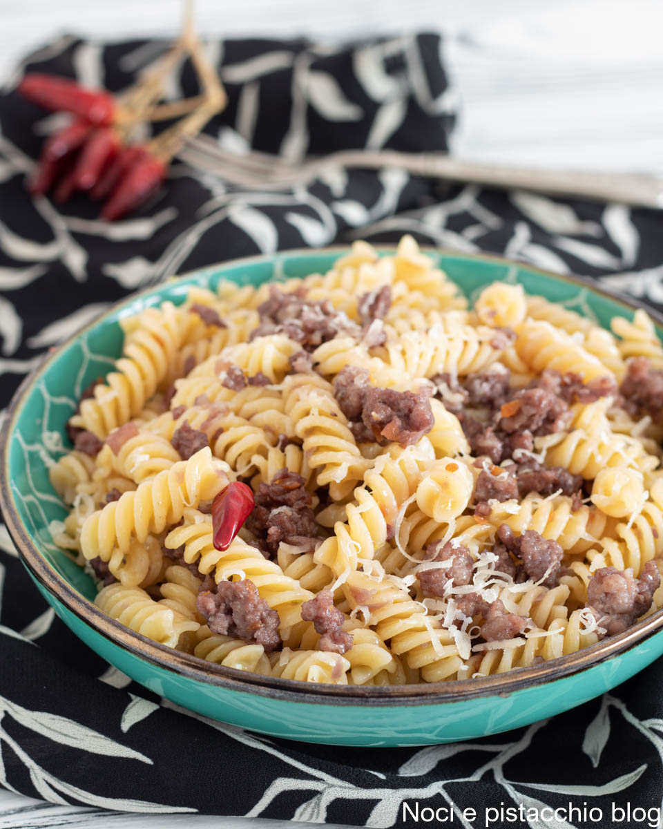 pasta con salsicce al vino rosso