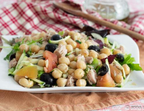 Ceci in insalata con tonno e verdure