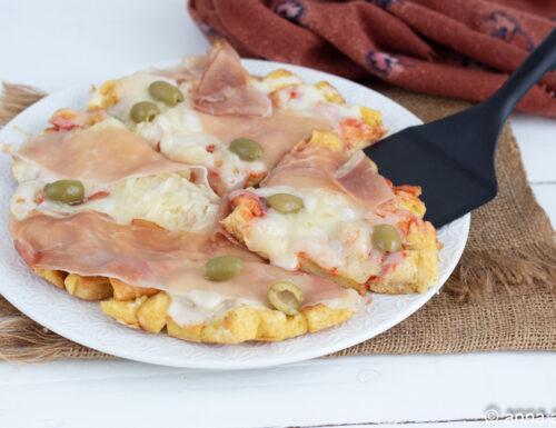 Pizza di pane prosciutto e mozzarella