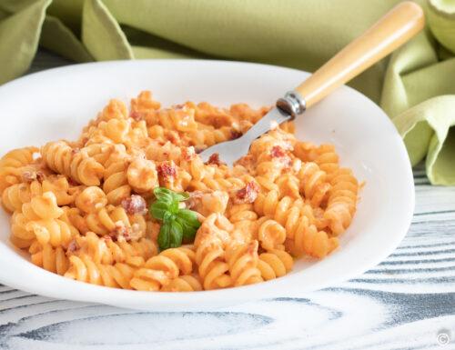 Ricetta pasta pomodori secchi e robiola