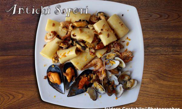 Paccheri ru' Turres'  ai frutti di mare.
