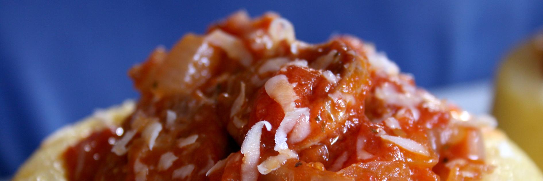 Cestini di polenta con salsiccia alla diavola.