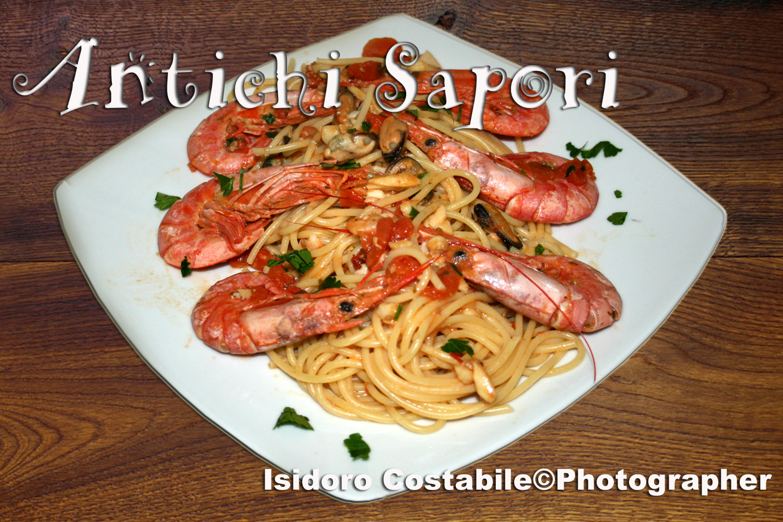spaghetti risottati ai frutti di mare e gamberi.