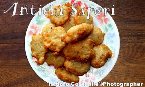 "Frittelle di chayote alias ""zucchine spinose""."
