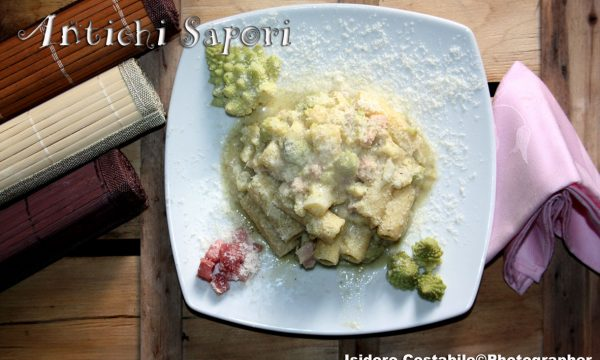 Rigatoni con crema di broccolo romano e pancetta.