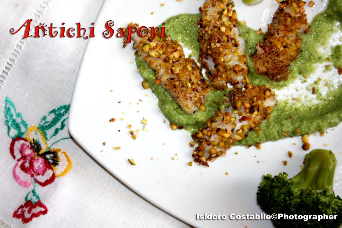 Triglie con pistacchi su crema di broccoli.