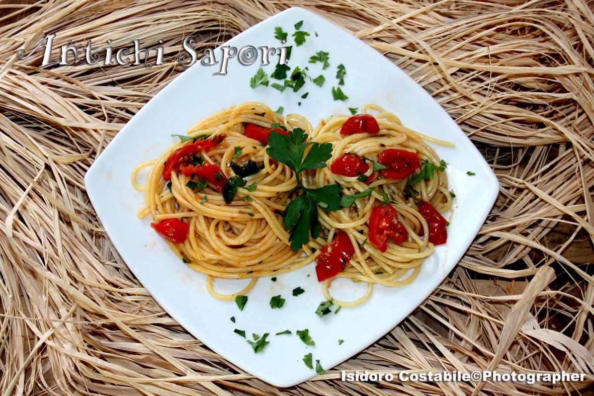 Spaghetti alla Eduardo con vongole fujute.
