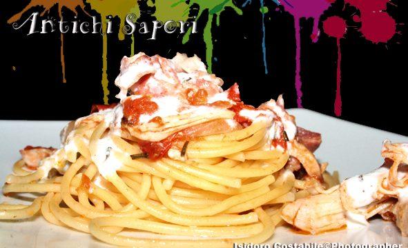 Spaghetti ruspanti con crema di formaggio.