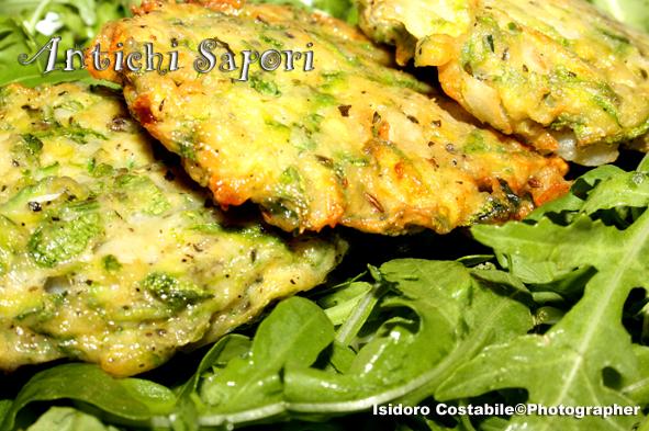 Chifteluţe de dovlecei. Frittelle di zucchine