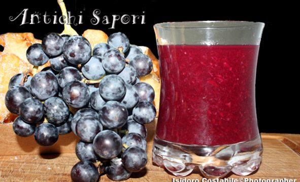Il succo di uva fragola e tutta salute.