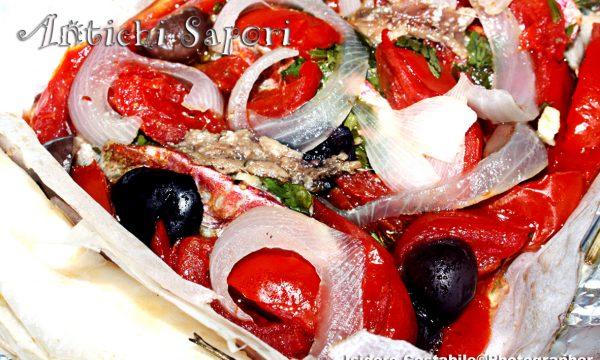Triglie sfilettate con vari aromi al cartoccio.