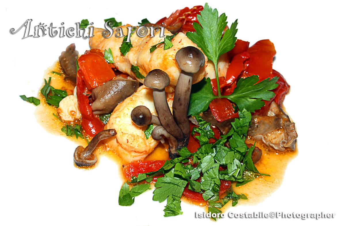 Funghi chiodini al  pomodoro e filetti di merluzzo.