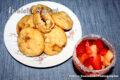 Biscotti ripieni di mele e marmellata di albicocche.