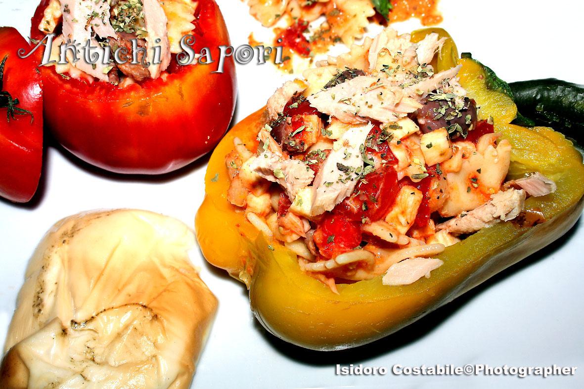 Farfalle all'insalata con crema di peperoni.