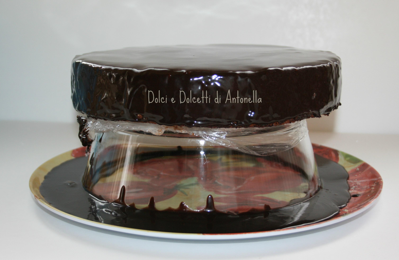 Glassa a specchio ricetta cioccolato dolci e dolcetti - Glassa a specchio su pan di spagna ...