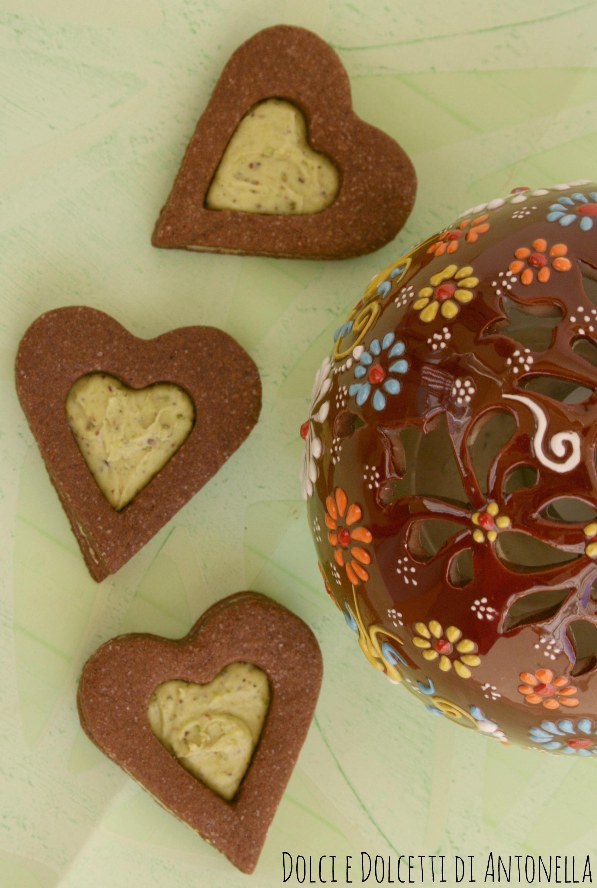 biscotti al cioccolato con cuore di crema di pistacchio ricetta san valentino dolci e dolcetti di antonella