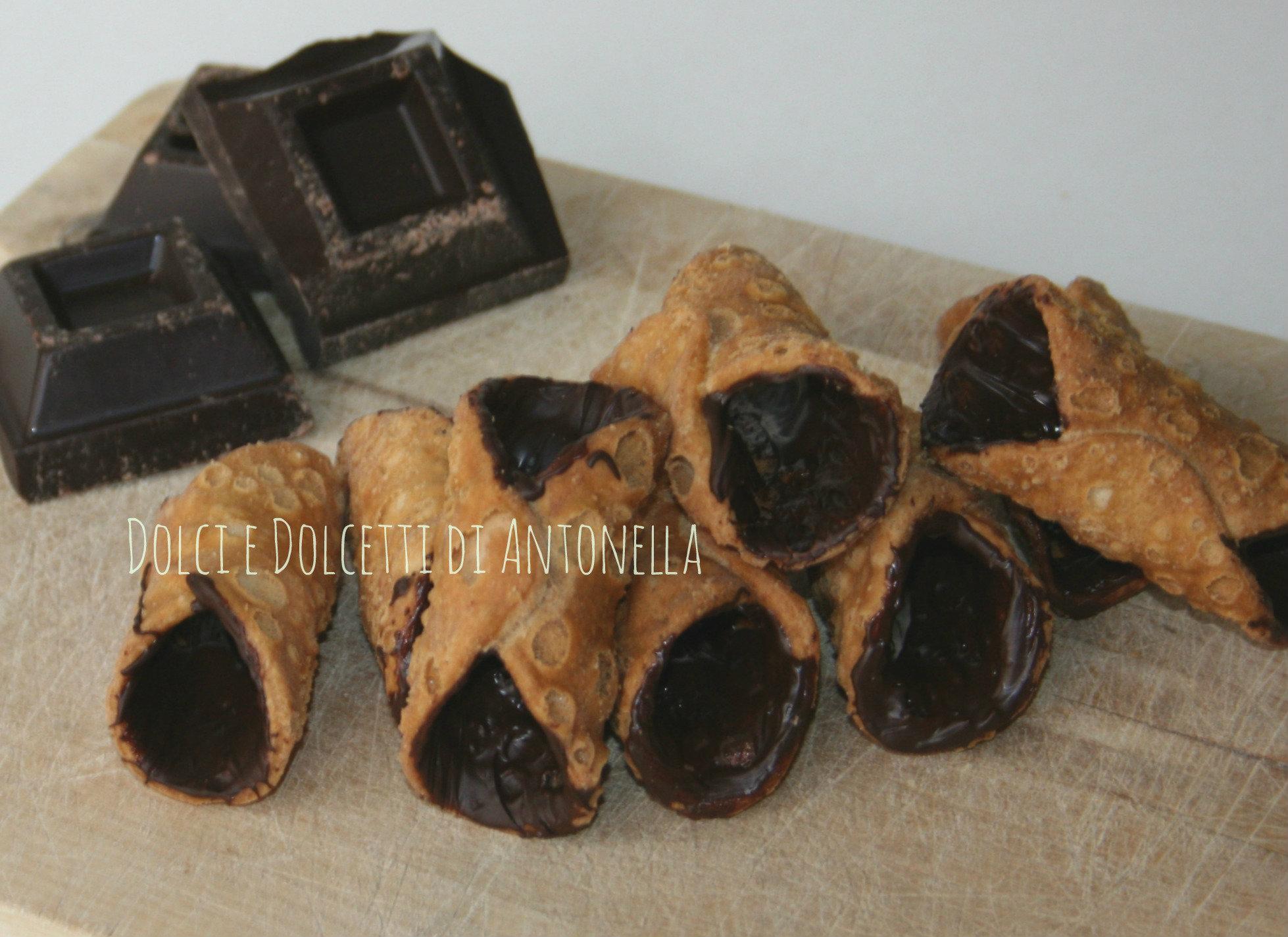 Come rivestire di cioccolato la scorza dei cannoli dolci e dolcetti di antonella - Come rivestire la cucina ...