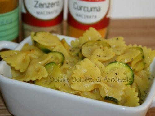 Pasta con zucchine e curry, Ricetta primi piatti