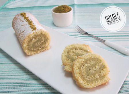 Rotolo di pan di spagna farcito con crema di pistacchi