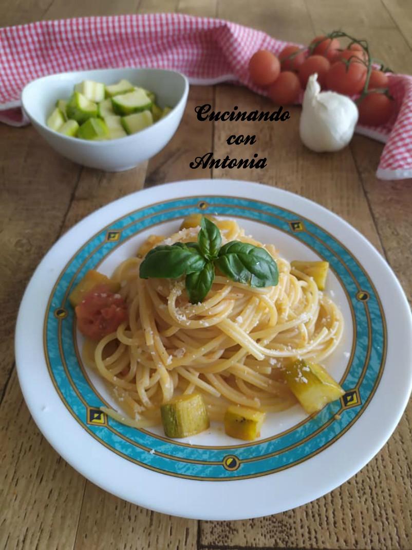 Spaghetti-con-zucchine-e-pomodorini