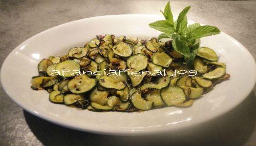 Zucchine trifolate (cucuzz alla povered)