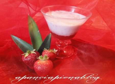 Coppa golosa con fragole e yogurt