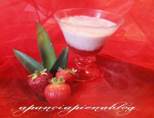 Coppa golosa con fragole e yogurt