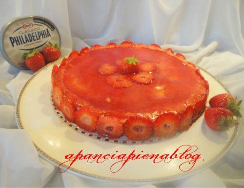 Cheesecake alle fragole con panna e Philadelfia