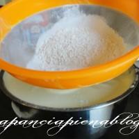 BeFunky setacciare farina 08 06 2012 18 200x200 Pandispagna senza lievito (ricetta base)