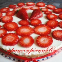 cheesecake crema e fragole fragole a pancia piena blog.jpg