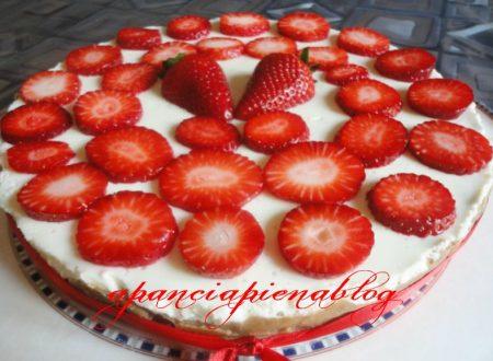 Cheesecake crema e fragole (ricetta senza cottura)